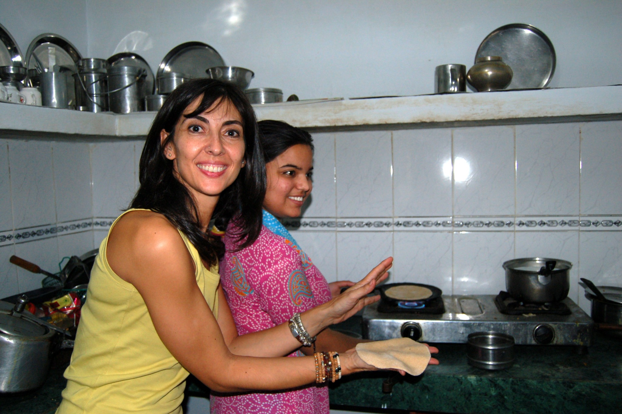 India cocinando chapatis