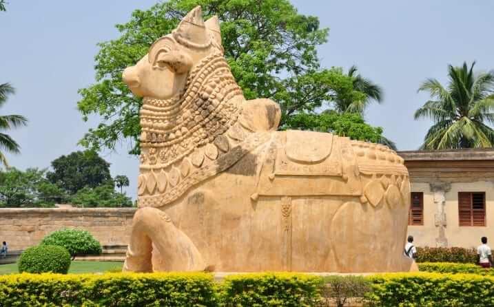 Templos hindúes estatua de Nandi